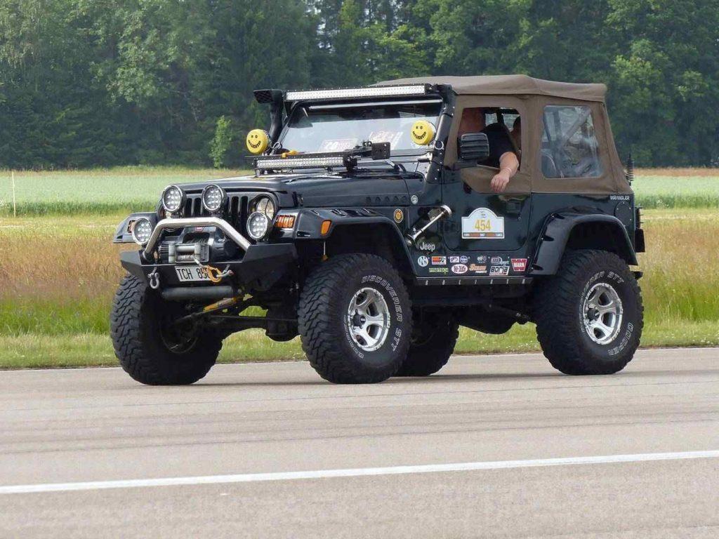 Jeep su strada