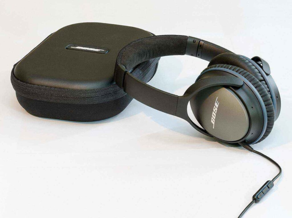 Noise-cancelling headphones with carrying case